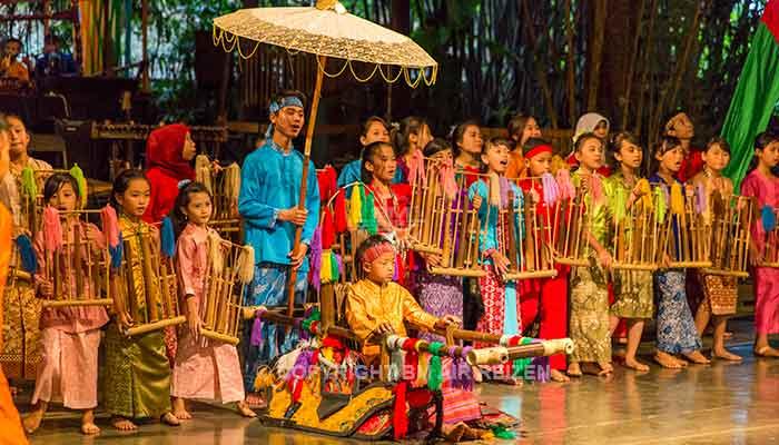 Bandung - Angklung Pak Udjo