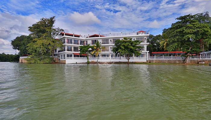 Embilipitiya - Centauria Lake Resort