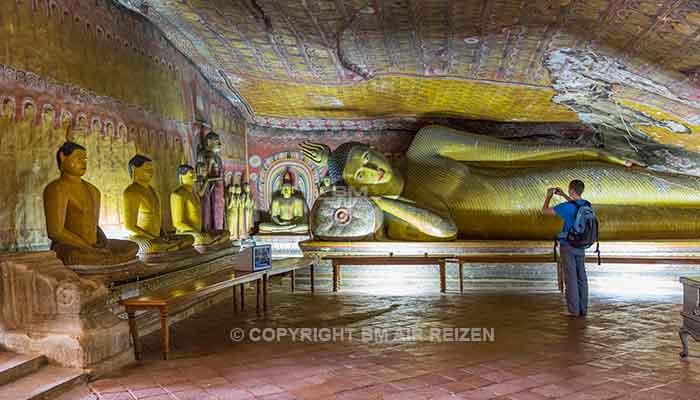 Rondreis Sri Lanka Best Deal - Boeddhabeelden in de grotten van de rotstempel van Dambulla