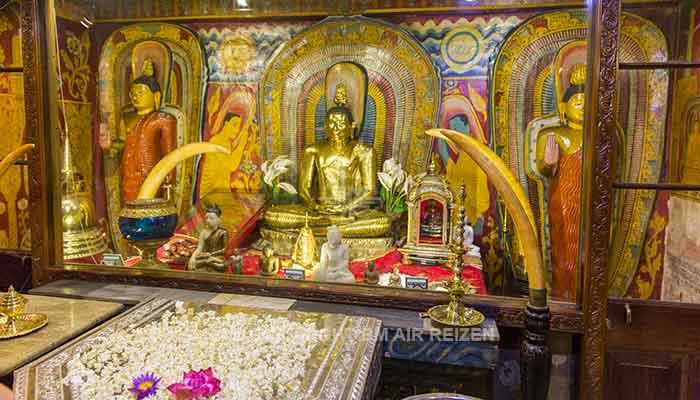 Rondreis Sri Lanka Best Deal - Boeddhabeelden Tempel van de Tand in Kandy