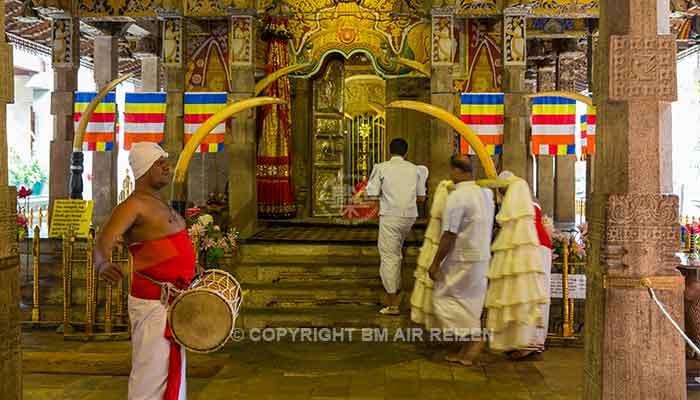 Rondreis Sri Lanka Best Deal - Ceremonie in de Tempel van de Tand in Kandy
