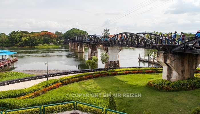 Kanchanaburi - River Kwai bridge